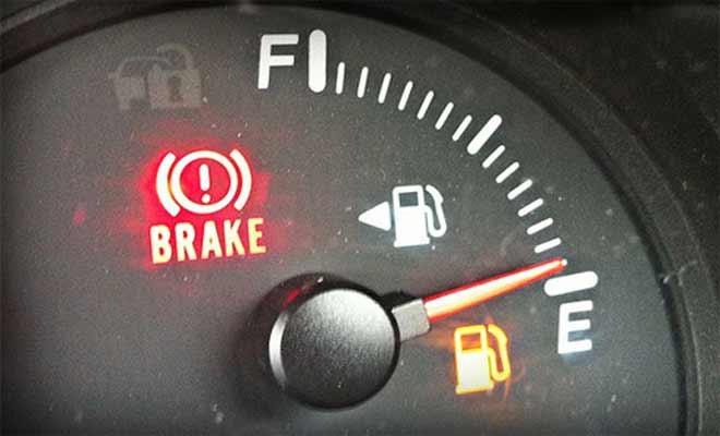 Mách bạn cách đổ xăng xe