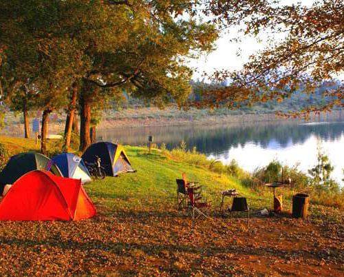 Hồ Hòa Trung yên bình