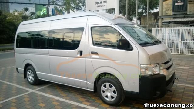 thuê xe Toyota Hiace làm xe đưa rước công nhân tại đà nẵng